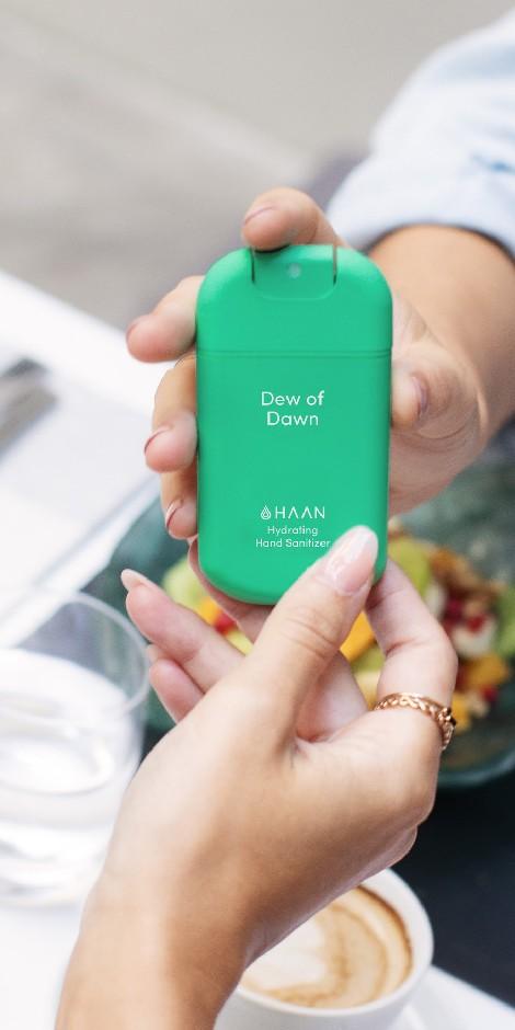 spray alcoólico desinfectante com design verde