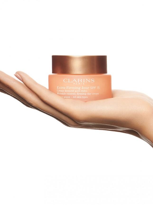 Clarins Extra-Firming Jour SPF 15 Creme de Dia Antirrugas para Todos os tipos de pele 50 ml